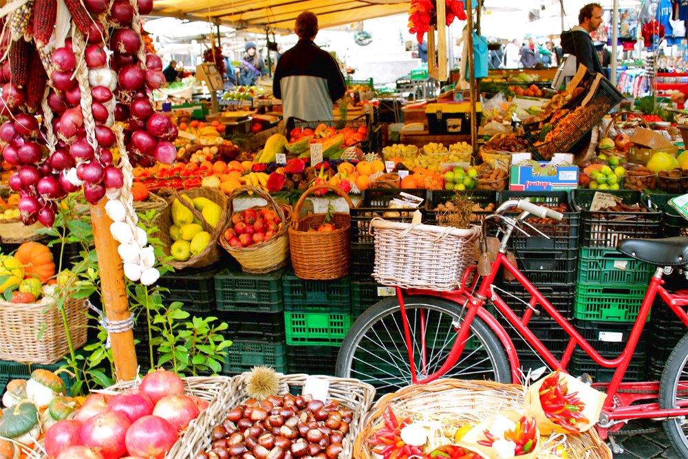 Il mercato settimanale di Pienza Il venerdì a fare la spesa come la gente del posto.