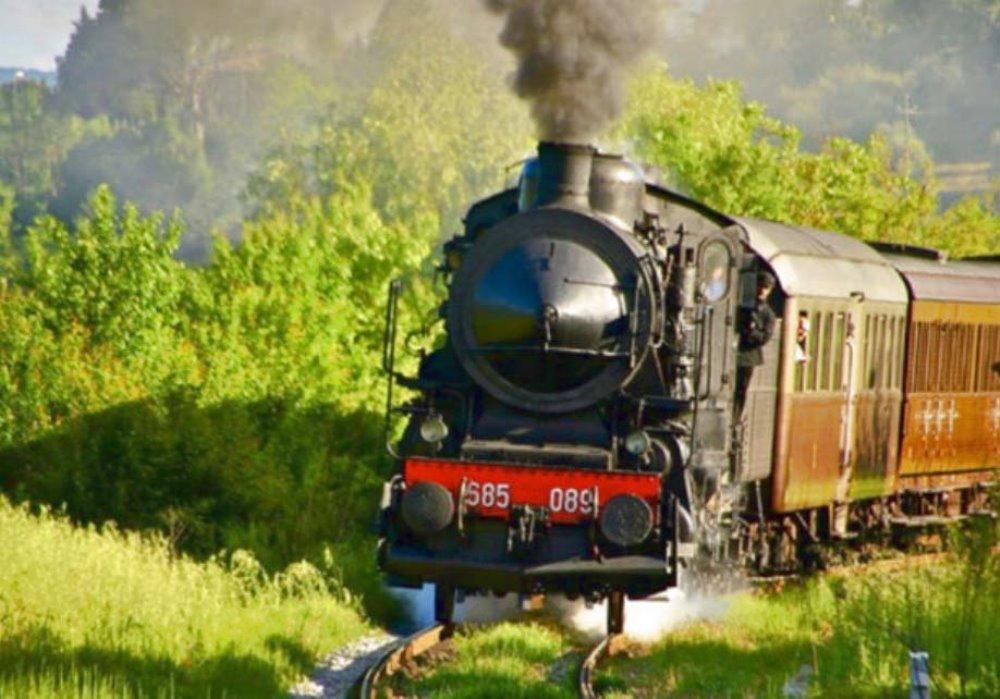 Treno a vapore in val d'Orcia In val d'Orcia per rivivere l'emozione del treno a vapore.